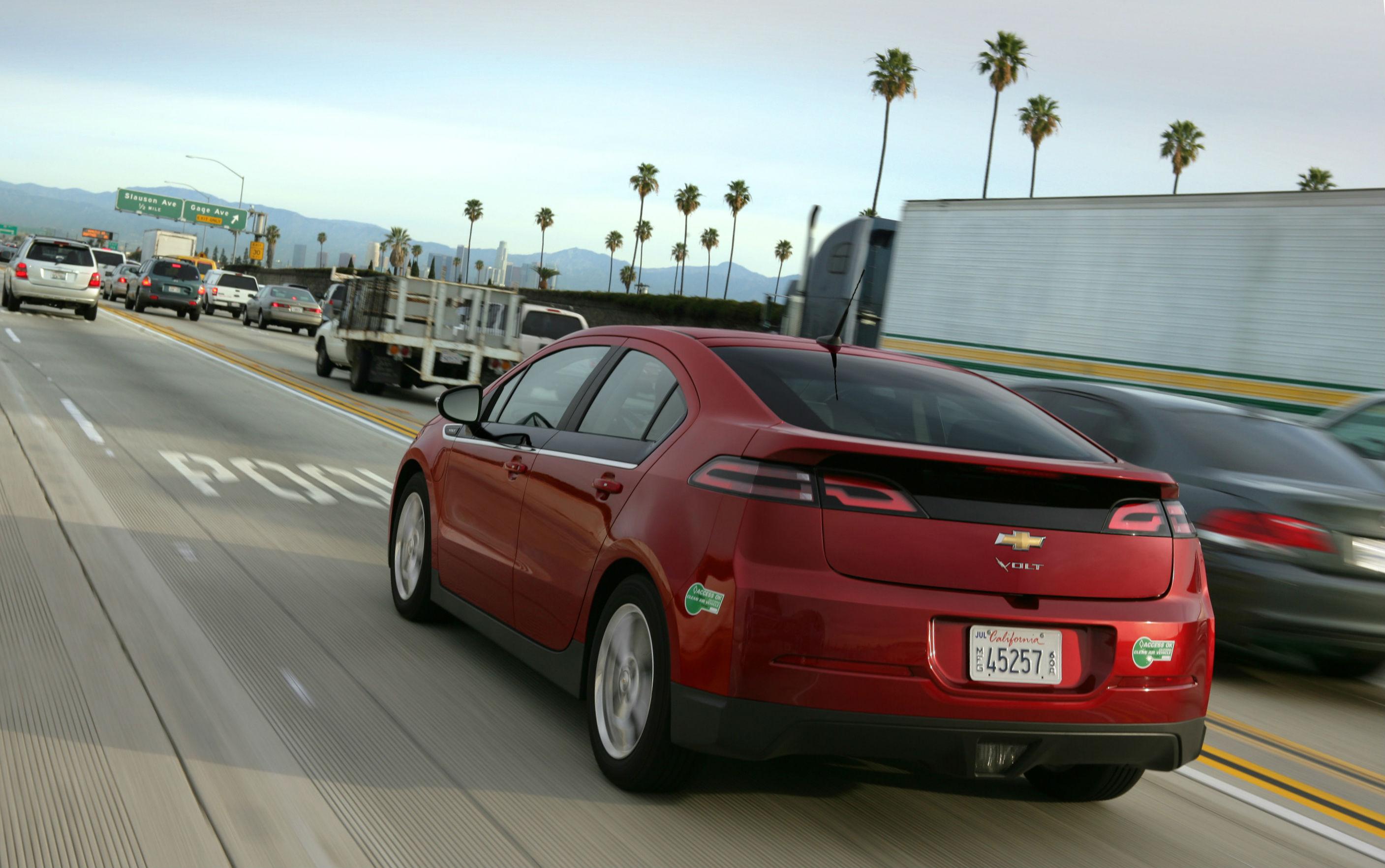 2013-Chevrolet-Volt-010