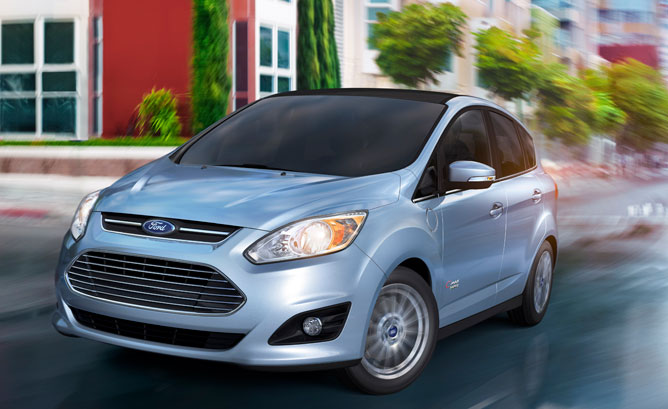 2013-Ford-C-Max-Energi-Action-01
