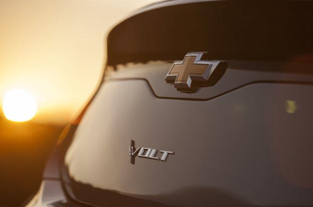 2016-Chevrolet-Volt-Teaser