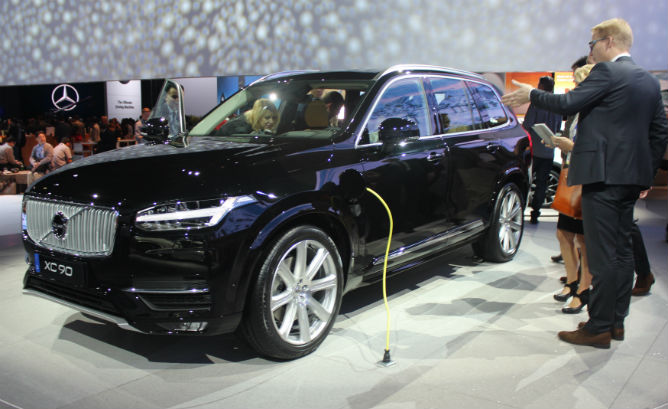 Volvo introduces first US-market plug-in XC90…