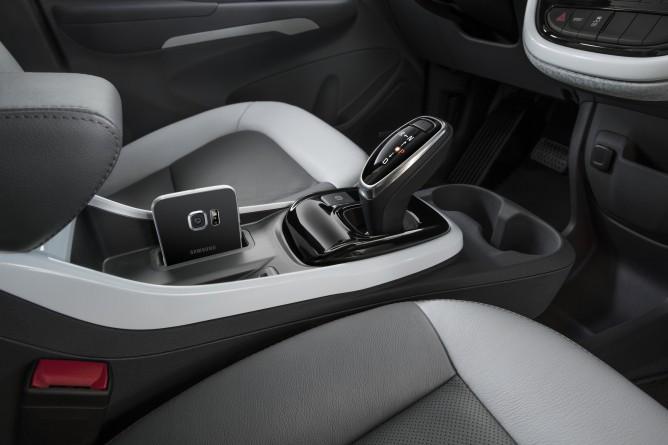 2017-Chevrolet-BoltEV-011-668x445