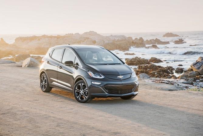 2017-Chevrolet-BoltEV-033-668x446