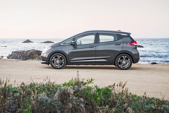 2017-Chevrolet-BoltEV-034-668x446