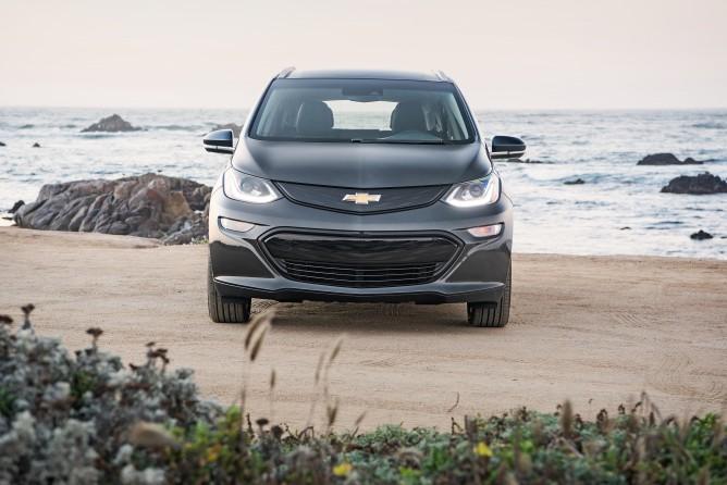 2017-Chevrolet-BoltEV-0351-668x446