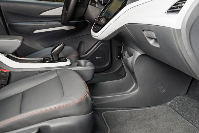 2017-Chevrolet-BoltEV-046-668x446