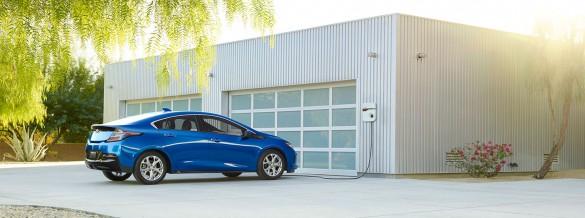 2017-chevrolet-volt-electric-car-mo-intro-1480x551-05