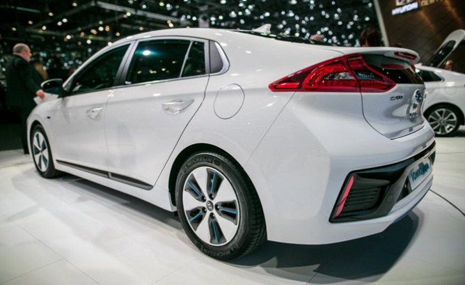 Hyundai Preparing 200-Mile Electric Car For 2…