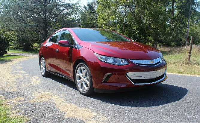 It S A Neat Experience Driving Quiet Smooth High Tech Pure Electric Car And Chevrolet 2017 Volt Provides This With No Range Or Refueling Drawbacks