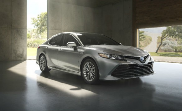 2018_Toyota_Camry_Hybrid_XLE