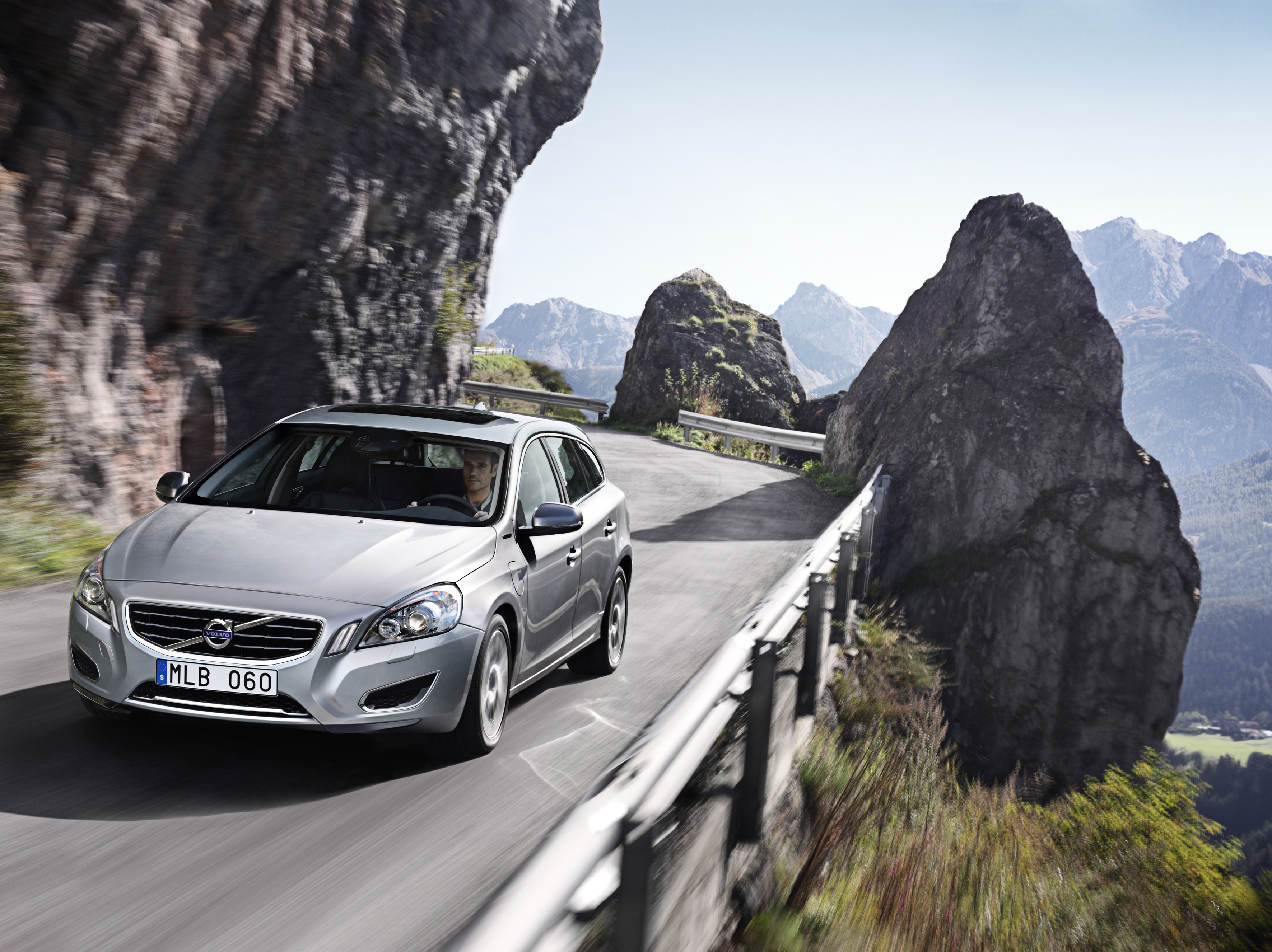 Volvo prices v60 plug in hybrid wagon and touts its technical recharging sciox Gallery