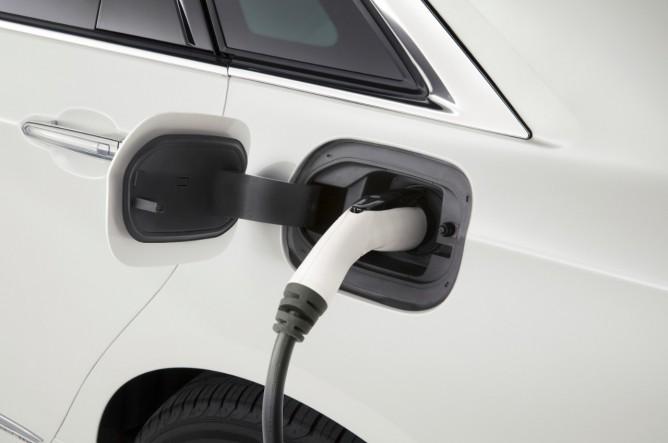 cadillac_c76_plug-in-charging-668x443