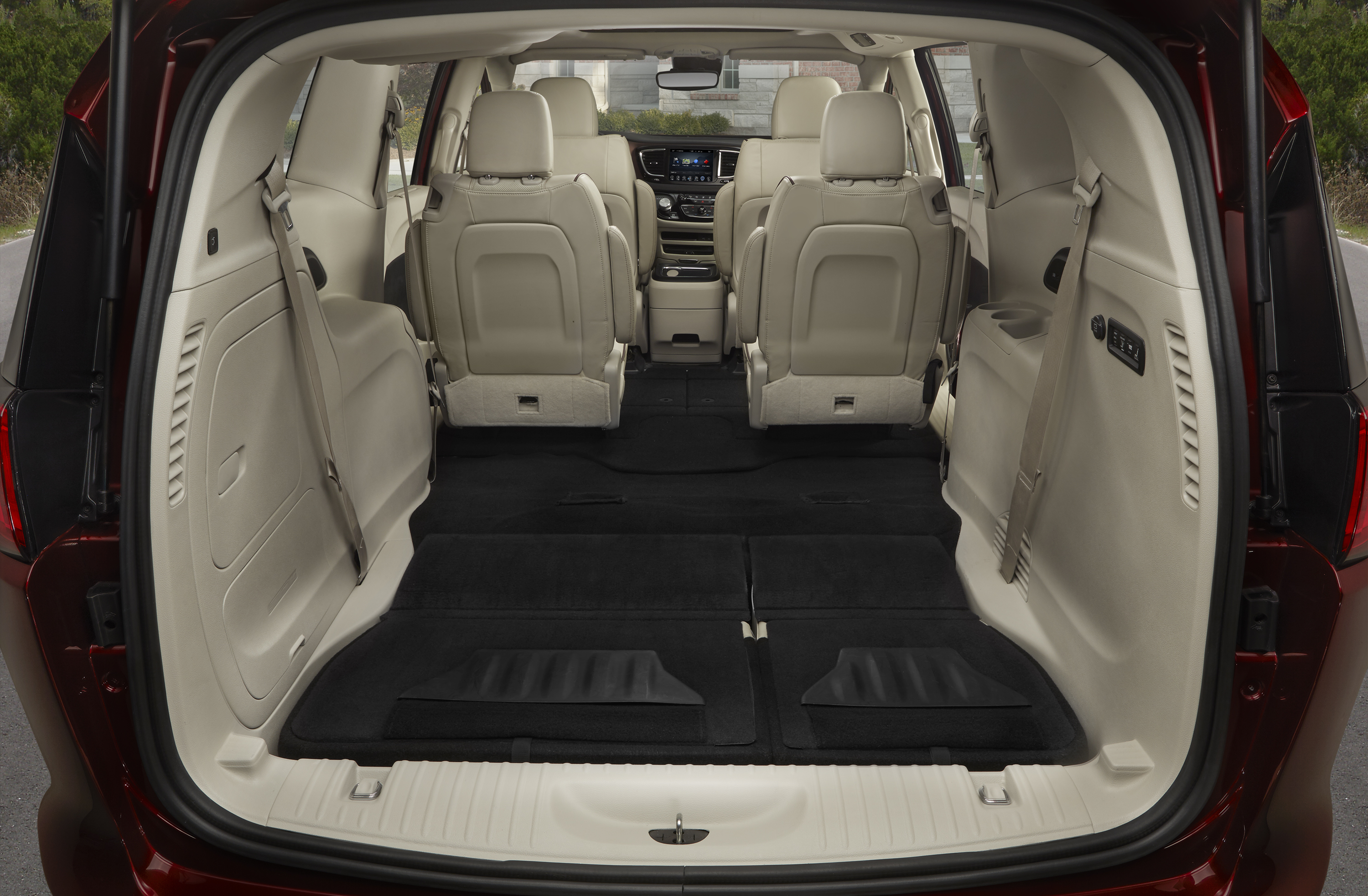 Chrysler Introduces America S Most Fuel Efficient Minivan Just Don T Call The Pacifica A Plug In Hybrid Gm Volt Chevy Electric Car Site