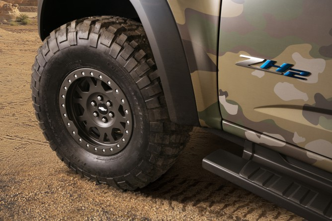 Chevrolet-Colorado-ZH2-FuelCell-ElectricVehicle-009-668x445