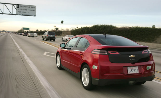 chevrolet-volt-in-california-hov-lane