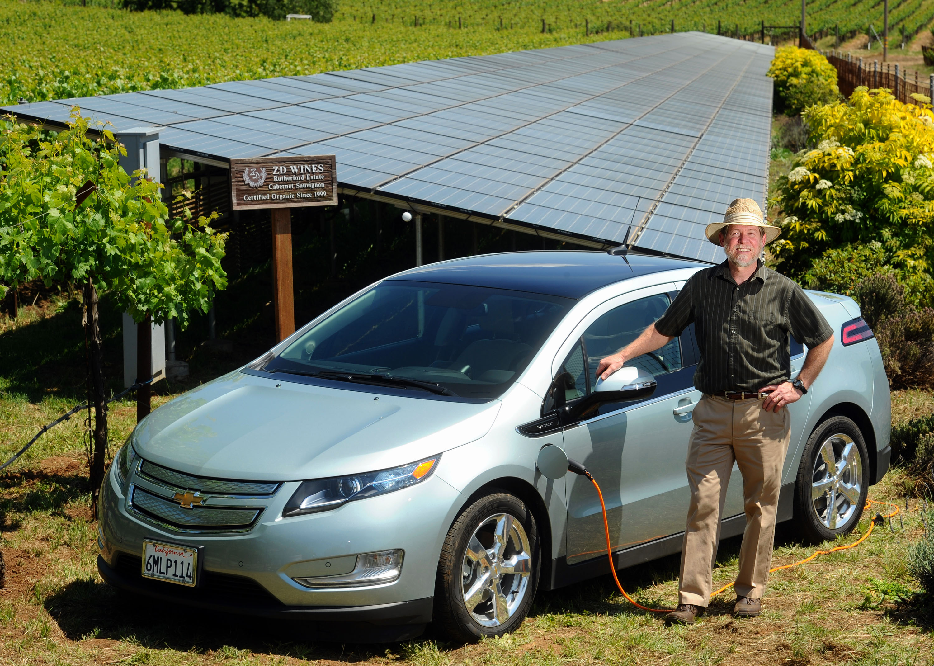 As Chevrolet Volts recharge GM basks in solar powered PR GM VOLT