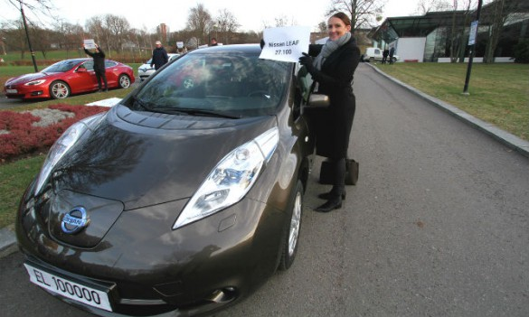 Communications Director at Nissan Nordic Europe, Marina Maneas Bakkum, shows that the Leaf accounts for more than 1 out 4 electric cars in Norway. (Photos: Ståle Frydenlund/elbil.no).
