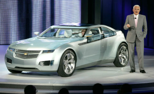 """2007 Volt concept. While GM showed an MPV5 crossover concept in 2010, it has not produced any other """"Voltec"""" variants with which a paradigm-changing goal could be better accomplished. The Volt's drivetrain architecture is adaptable, and fans have long asked GM to make various body styles for more customer needs to be met, but the Volt and up-market Cadillac ELR are the only GM products with this unique propulsion system."""