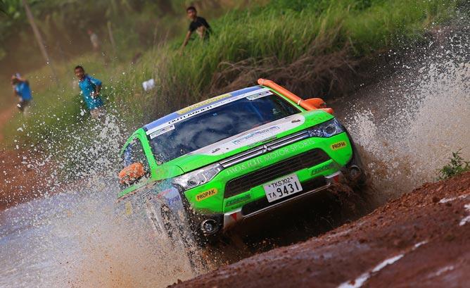 Mitsubishi_outlander_PHEV_AsianRally-668