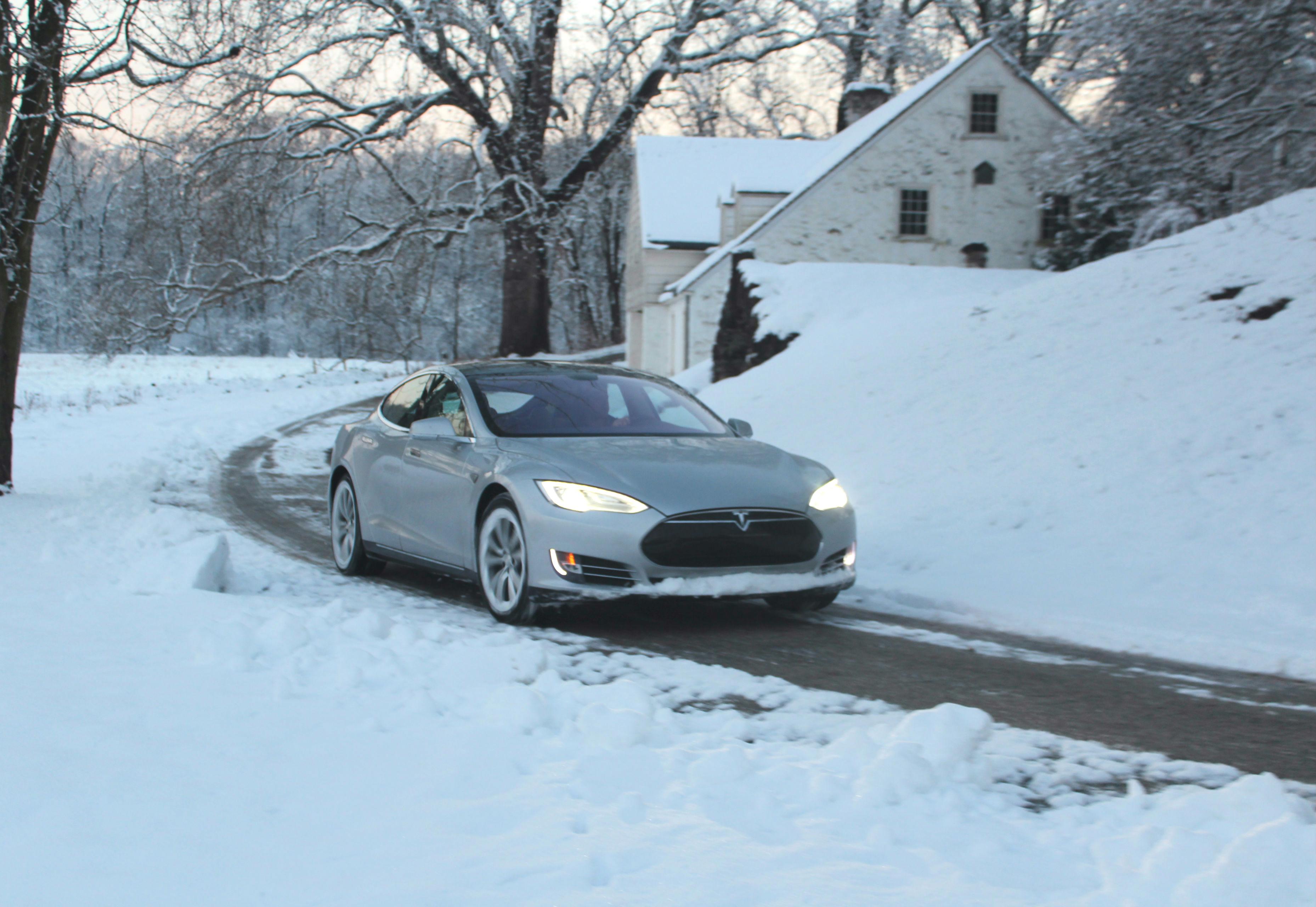 Model_S_snowy_road1