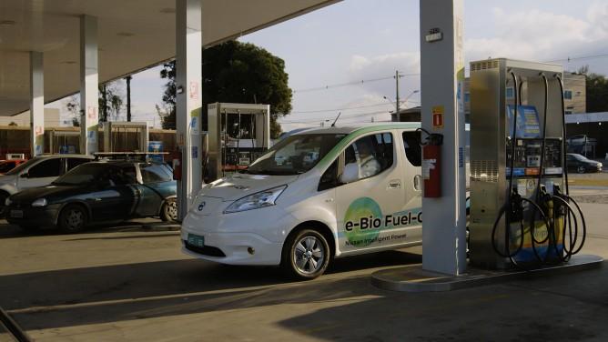 Nissan_e_Bio_Fuel_Cell_Prototype_Vehicle_05-668x376