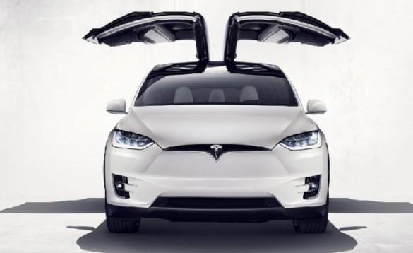 Tesla-Model-X-with-falcon-wing-doors-open