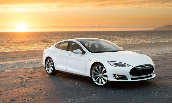 Tesla_Model_S_Sunset.jpg.pagespeed.ic_.Y-lgWOCYXT