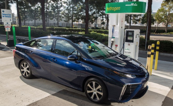 Hydrogen fuel cell vehicle pros and cons