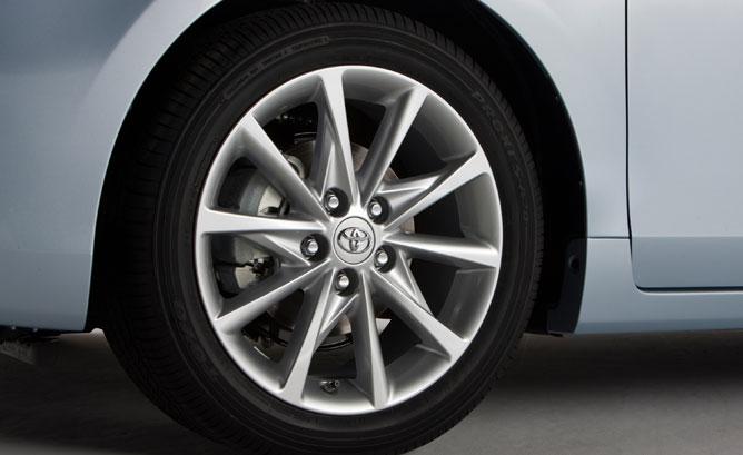 Toyota-Prius-V-Tire-1217